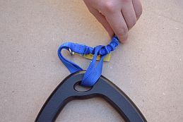 Attach_Blue_Leash_Knot